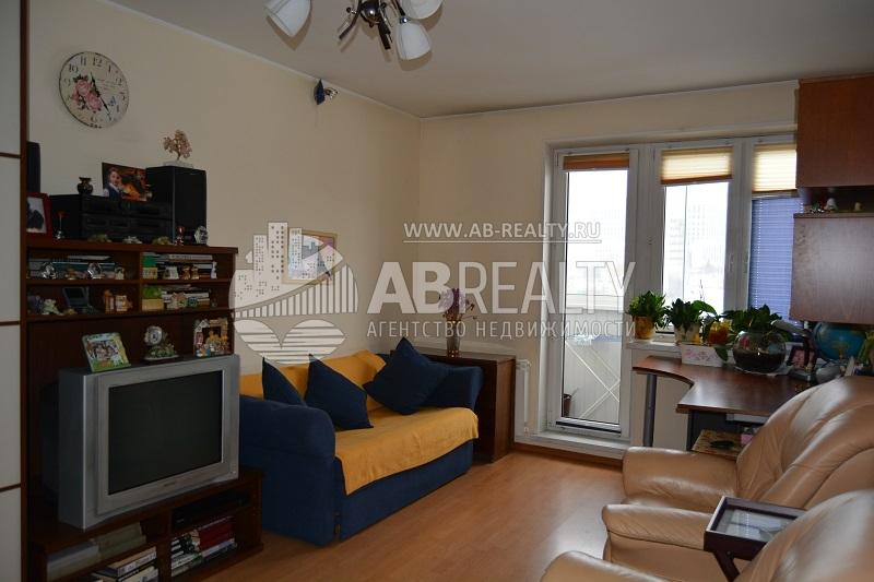 Большая комната в доме №127 по проспекту Вернадского. Объявлена срочная продажа с торгом.