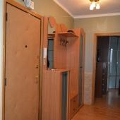 Прихожая: над дверью роутер МГТС, который устанавливается практически в каждой квартире.