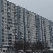 Фотография самого дома в зимнее время.