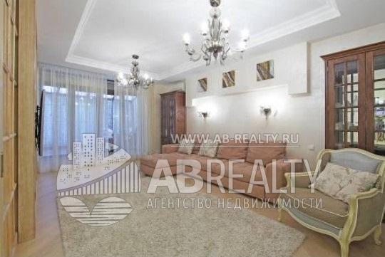 Посмотрите внимательно эти фотографии - может быть Вам понравится квартира, и Вы купите её!