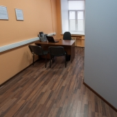Многие кабинеты разделены перегородками