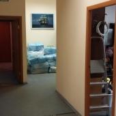 Между комнатами переходы и коридоры