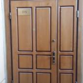 Массивная отдельная входная дверь в офисы на Бауманской 43/1с1