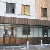 Так выглядит вход в здание во 2-ом Южнопортовом пр-де, 26а, где сейчас сдаются несколько комнат под офисы