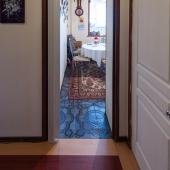 А если повернём налево - увидим вход на кухню