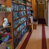 Обратно коридор прямиком ведёт к входной двери