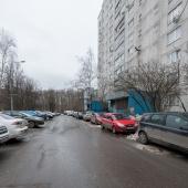 Фотография в сторону проезжей части улица Ак. Бакулева