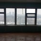 Окна очень широкие просторные