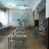 Как и говорили - есть столовая для обедов на территории предприятия