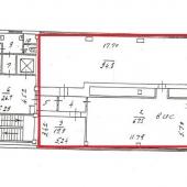 На схеме можете видеть красным обозначены эти три комнаты под аренду. Рядом лифтовые шахты, лестница и коридор.