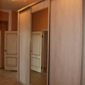 Недешевый шкаф-купе в коридоре