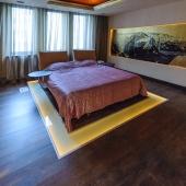 Спальня тоже в современном стиле