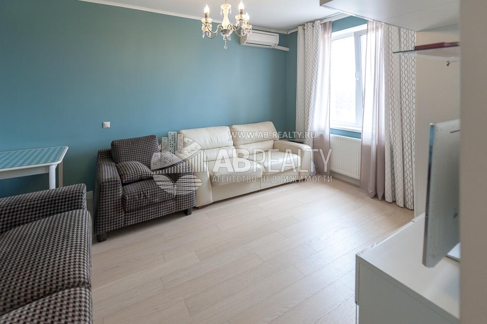 Это большая комната в квартире Сколков Бор
