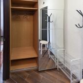 Вот фотография с открытой дверью этого шкафа