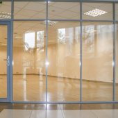 Дверь входная тоже прозрачная