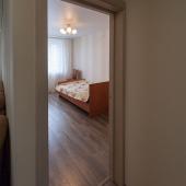 За гостиной вход в детскую комнату площадью 14 метров