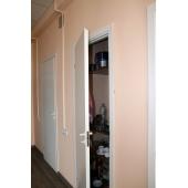 Две ниши с дверями для для хознужд
