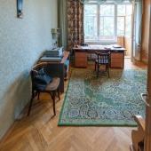 Комната очень светлая и просторная