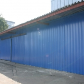 Здание склада изготовлено из профлиста