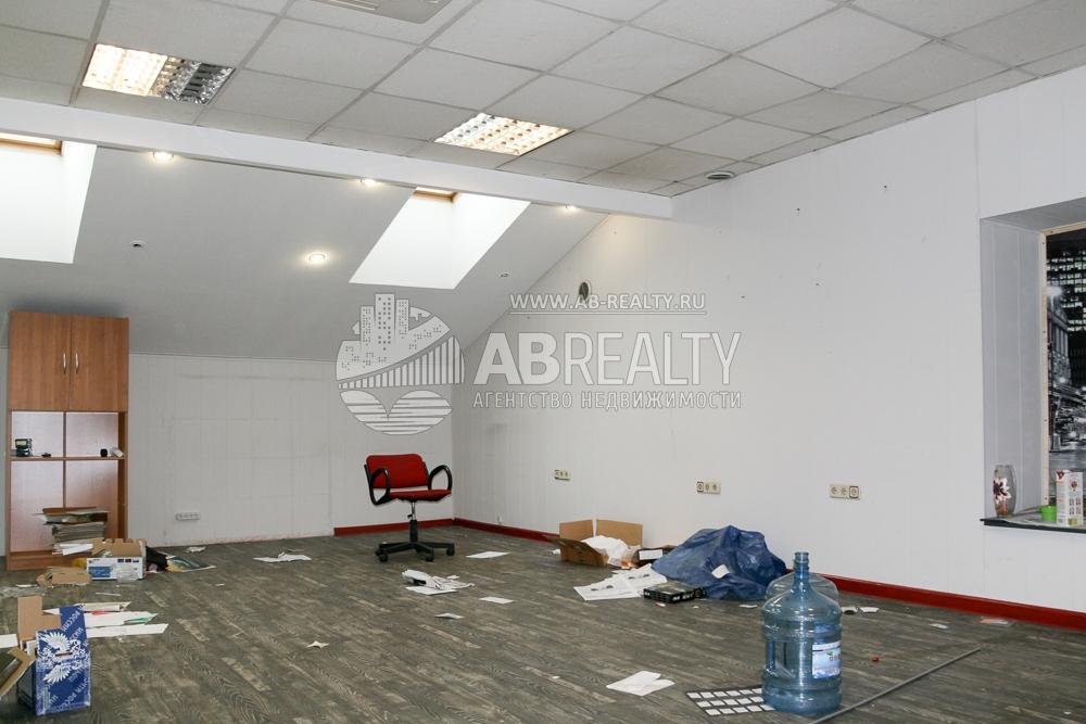 Большая офисная комната по площади 50 кв. м.