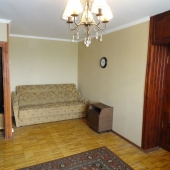 Комнаты смежные, через эту большую проход в меньшую.