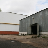 В принципе найдется место для фуры перед складом