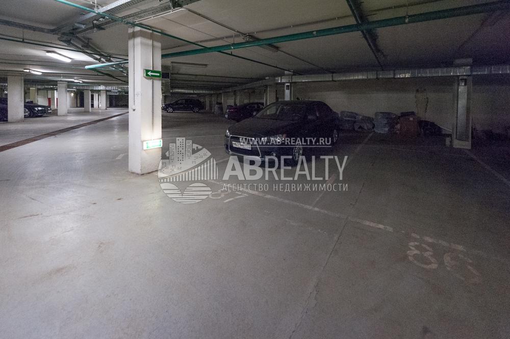 Двойное машино-место №87 выставлено на продажу на Ленинском пр-те 139