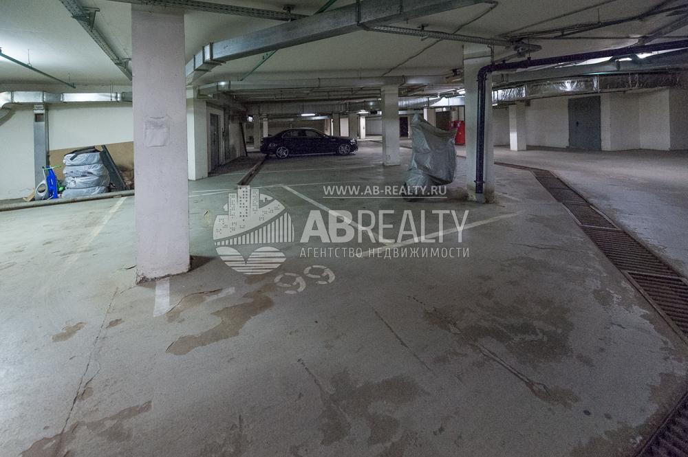 В подземном паркинге продажа машино-места