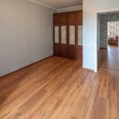 В этой комнате тоже есть небольшое количество мебели.