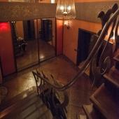 Поднимаемся по лестнице на второй уровень