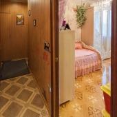 Вход в маленькую комнату