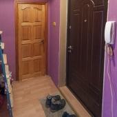 В коридоре перед входной дверью