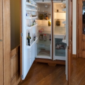 1 огромный холодильник